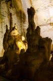 stalagmites Marmeren hol crimea stock foto's