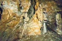 Stalagtites och stalagmit Arkivbilder