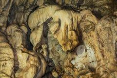 Stalaktit i en Pha Ya Nakaraj grotta Arkivbilder