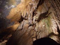 Stalaktiten, stalagmina och kolonnerna på Luray Caverns Virginia Royaltyfri Foto