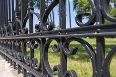 Stali ogrodzenie z ornamentami Zdjęcia Royalty Free