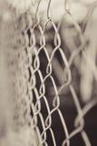 Stali sieci ogrodzenie z plamy tłem Zdjęcie Royalty Free