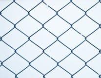 Stali sieci ogrodzenie z plamy tłem Obrazy Stock