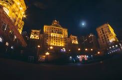 Stalin imperium skyscrapper przy Khreshchtyk ulicą obraz stock