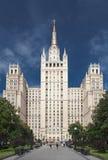 Stalin skyskrapabyggnad i den Kudrinskaya fyrkanten i Moskva, Ryssland Arkivbilder