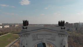 stalingrad Canal de envío de Volga-Don 1ra entrada del arco 'Gloria a gran Lenin ' almacen de metraje de vídeo