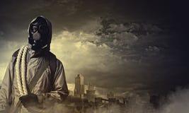 Stalker in gasmasker Stock Foto
