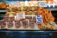 Stall för havsmat i en lokal marknad Arkivfoton