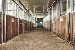 Stall för rid- ranch för hästpaddock tävlings- arkivfoto