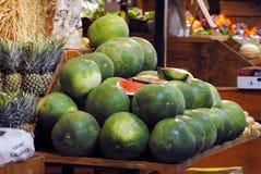 Stall med vattenmelon och ananors Royaltyfri Bild