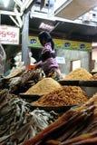 Stall mit Trockenfisch an Zegyo-Markt Stockbild
