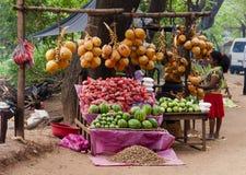 Stall mit tropischen Früchten Lizenzfreie Stockfotos