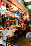 Stalla cinese dell'alimento che vende la carne di maiale tradizionale del BBQ a Hong Kong Fotografia Stock