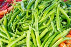 stalla dei peperoncini rossi al mercato Immagine Stock