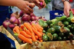Stalla del mercato per la verdura Immagini Stock