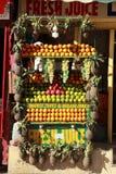 Stalla del succo di frutta. Immagini Stock