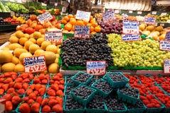 Stalla deliziosa della frutta fresca Fotografie Stock