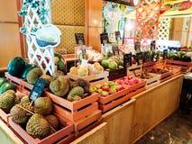 Stalla della frutta nell'hotel di Bangkok Immagine Stock Libera da Diritti