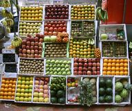 Stalla della frutta sul sentiero per pedoni, mumbai Fotografie Stock Libere da Diritti