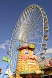 Stalla della spiga di frumento e ruota di ferris a Oktoberfest, Stuttgart immagini stock libere da diritti