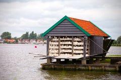 Stalla di galleggiamento che vende incavo a Zaandam & x28; Netherlands& x29; fotografia stock