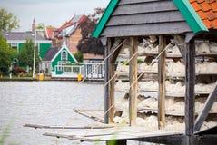 Stalla di galleggiamento che vende incavo a Zaandam & x28; Netherlands& x29; fotografie stock libere da diritti
