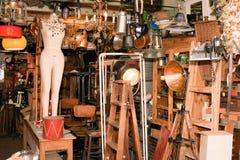 Stalla tipica al mercato delle pulci famoso in Giaffa. Immagini Stock
