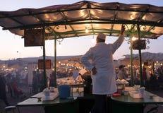 Stalle d'escargot sur le marché de nuit d'EL Fna de Djeema images libres de droits