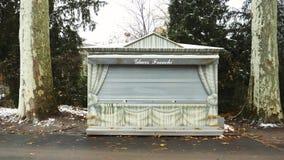 Stalle de boutique de Glaces Franchi en Parc de L'Orangerie à Strasbourg banque de vidéos