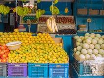 Stalle de fruit dans l'Inde Photographie stock libre de droits