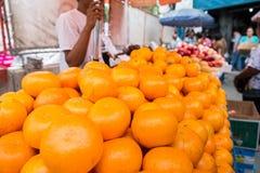 Stalle de fruit de trottoir Photo libre de droits