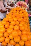 Stalle de fruit de trottoir Photographie stock libre de droits
