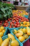 Stalle de marché de fruits et légumes Photographie stock libre de droits