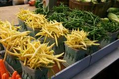 Stalle du marché avec des légumes images libres de droits