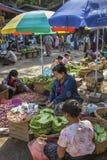 Stalle du marché vendant la lame de bétel - Myanmar Photographie stock libre de droits