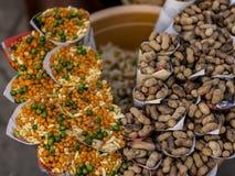 Stalle su scala ridotta dell'alimento del bordo della strada dell'India fotografia stock libera da diritti