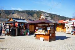 Stallen med regionala livsmedelsprodukter i Zakopane royaltyfri bild