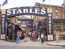 Stallenmarkt Een beroemde alternatieve cultuur winkelt in Camden Tow Royalty-vrije Stock Foto's