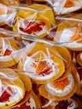 Stalles de rue asiatiques emballées de crêpes de crêpes de bonbons Images libres de droits