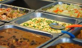 Stalowa taca wypełniająca z jedzeniem zdjęcia royalty free