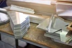 Stalowe części na biurku obrazy stock