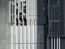 Stalowe drymby na metalu przemysłowym budynku Zdjęcia Stock