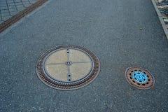 Stalowe manhole pokrywy zdjęcia royalty free