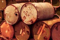 Stalowego zbiornika lub nafcianego paliwa toksyczna substancja chemiczna beczkuje Fotografia Stock
