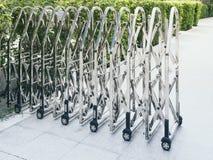 Stalowej bramy technologii parking Wciągany Płotowy teren zdjęcie royalty free