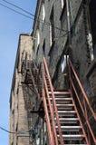 Stalowi emerbency wyjścia mieszkania schodki. fotografia stock