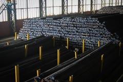 Stalowi rebars w fabryce zdjęcie royalty free