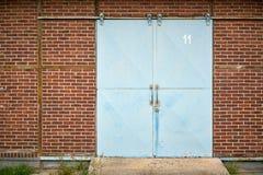 Stalowy drzwi przy koszary zdjęcie royalty free
