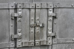 Stalowy drzwi w drzwi obraz stock