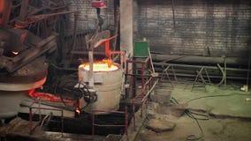 Stalowy proces produkcyjny nalewa daleko od dalej przy Stalową formiernią zbiory wideo